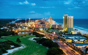 Panama City Beach, Florida, view of Front Beach Road at night du